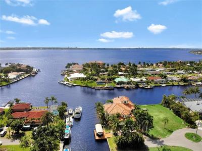 Cape Coral Single Family Home For Sale: 5384 Colony Ct