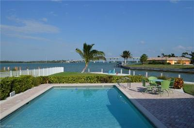 Marco Island Single Family Home For Sale: 977 Iris Ct