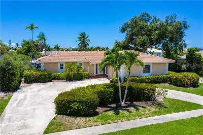 Marco Island Single Family Home For Sale: 810 Apple Ct