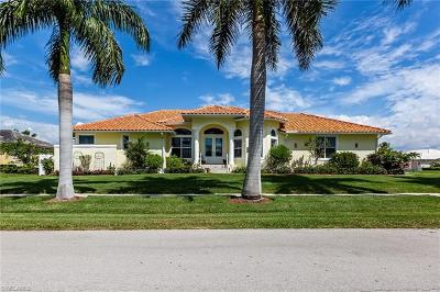 Marco Island Single Family Home For Sale: 125 Shorecrest Ct