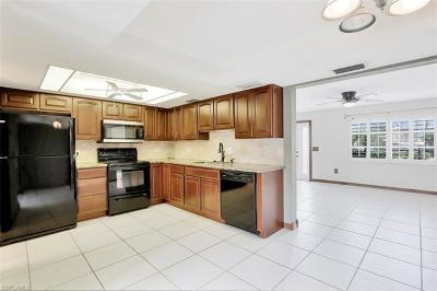Naples Condo/Townhouse For Sale: 4907 Catalina Dr #45