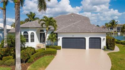 Marco Island Single Family Home For Sale: 889 Swan Dr