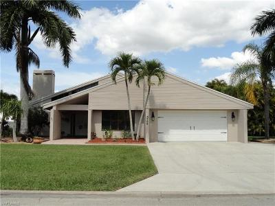Fort Myers Single Family Home For Sale: 5700 Grillet Pl