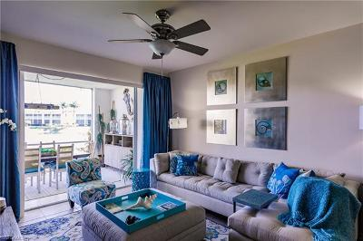 Naples Condo/Townhouse For Sale: 2347 Hidden Lake Ct #7905