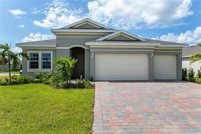 Cape Coral Single Family Home For Sale: 2605 Corona Ln
