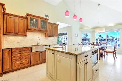 Marco Island Single Family Home For Sale: 12 Algonquin Ct