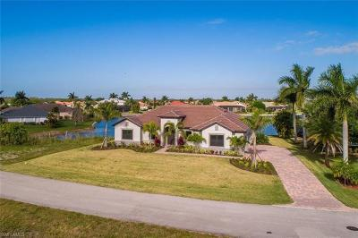 Naples Single Family Home For Sale: 18624 Royal Hammock Blvd