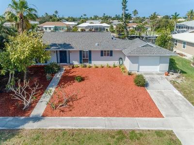 Marco Island Single Family Home For Sale: 792 N Barfield Dr