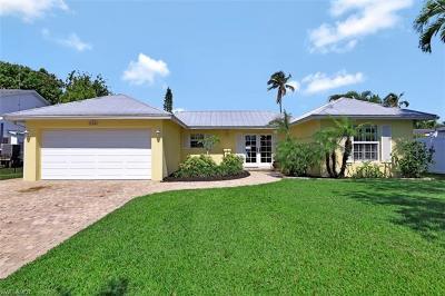 Naples Single Family Home For Sale: 1765 Harbor Ln