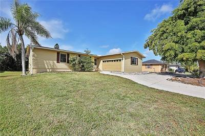 Marco Island Single Family Home For Sale: 536 N Barfield Dr