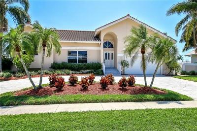 Marco Island Single Family Home For Sale: 1725 SW Wavecrest Ct