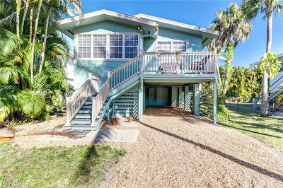 Fort Myers Beach Single Family Home For Sale: 125 Coconut Dr