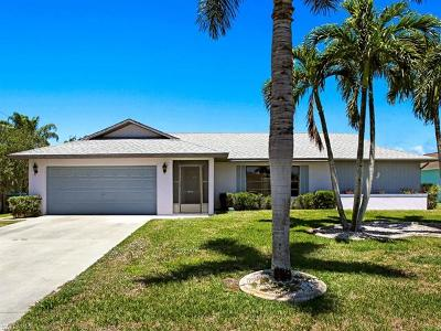 Cape Coral Single Family Home For Sale: 425 SW 43rd Ln