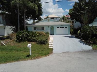 Naples Single Family Home For Sale: 1278 Venetian Way