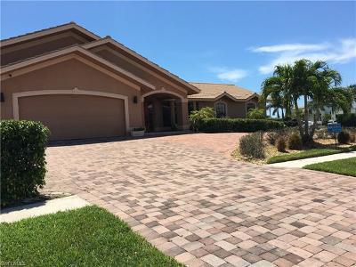 Marco Island Single Family Home For Sale: 435 Kendall Dr