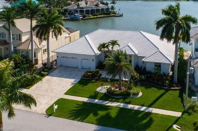 Marco Island Single Family Home For Sale: 668 Solana Ct