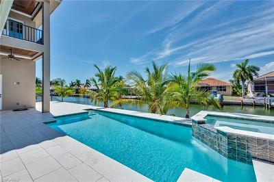 Marco Island Single Family Home For Sale: 681 Pelican Ct