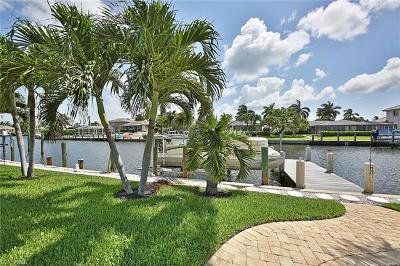 Marco Island Single Family Home For Sale: 861 Chestnut Ct