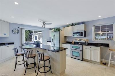 Bonita Springs Single Family Home For Sale: 27031 Flossmoor Dr