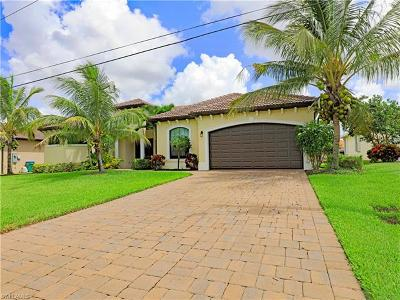 Cape Coral Single Family Home For Sale: 208 SW 15th St