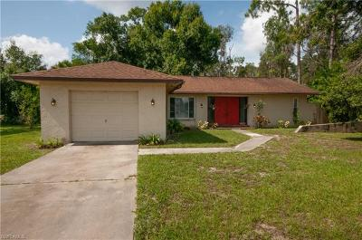 Fort Myers Single Family Home For Sale: 7488 Hickory Dr