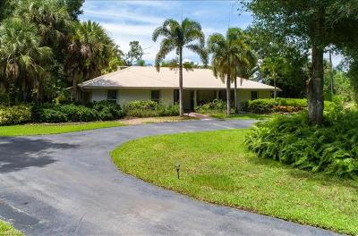 Naples Single Family Home For Sale: 2555 Coach House Ln
