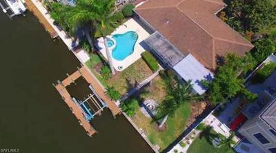 Naples Single Family Home For Sale: 373 Egret Ave