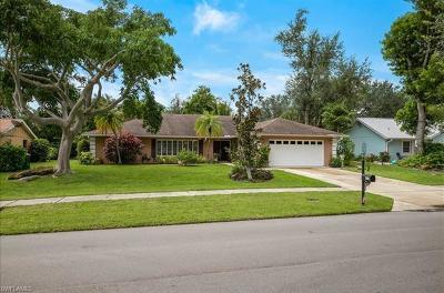 Naples Single Family Home For Sale: 450 Nottingham Dr