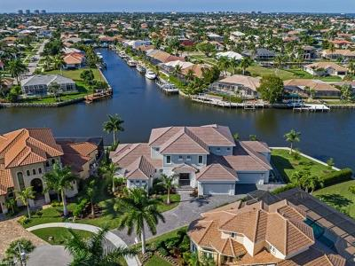Marco Island Single Family Home For Sale: 90 Anchor Ct