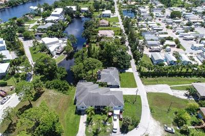 Bonita Springs Single Family Home For Sale: 3625 Riviera Cir