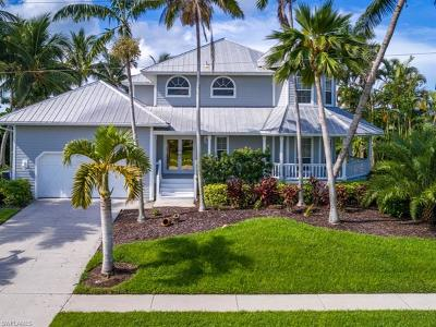 Marco Island Single Family Home For Sale: 466 SW Spinnaker Dr