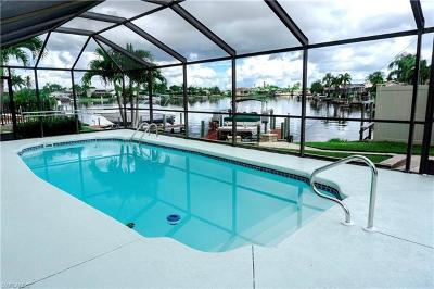 Cape Coral Single Family Home For Sale: 213 SE 40th St
