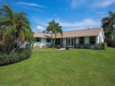 Naples Single Family Home For Sale: 372 Hidden Valley Dr