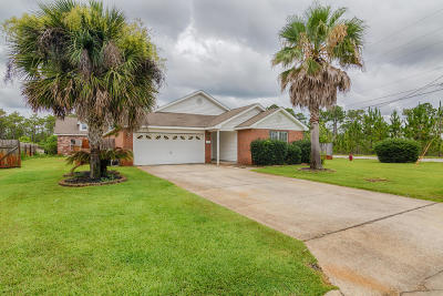 Navarre Single Family Home For Sale: 8778 Faye Court