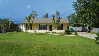 Navarre Single Family Home For Sale: 8240 Sevilla Street