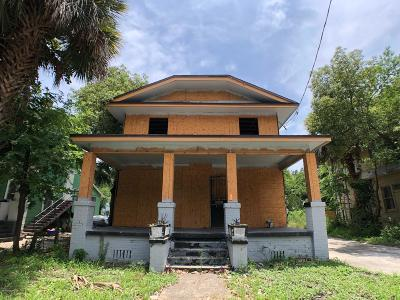 Single Family Home For Sale: 230 W 19th St