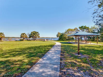 Jacksonville Single Family Home For Sale: 5451 Pearwood Dr