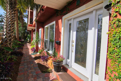 Jacksonville Beach Condo For Sale: 310 2nd St S #4
