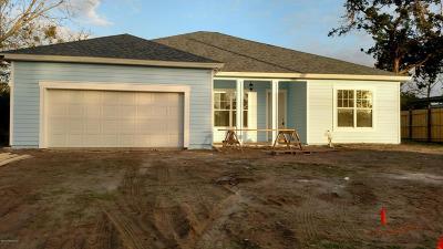 Atlantic Beach Single Family Home For Sale: 950 Sailfish Dr W