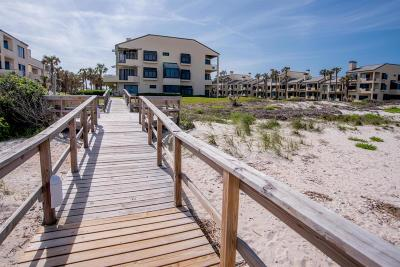 Atlantic Beach, Neptune Beach, Jacksonville Beach, Ponte Vedra Beach, Fernandina Beach Condo For Sale: 726 Spinnakers Reach Dr