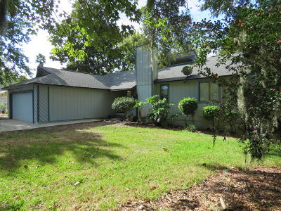 Neptune Beach Single Family Home For Sale: 612 Camellia Terrace Dr