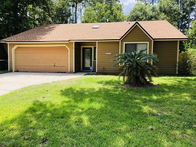 Jacksonville Single Family Home For Sale: 8228 Honeysuckle Ln
