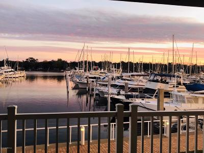 Jacksonville Condo For Sale: 4238 Lakeside Dr #102