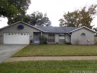 Edgewater Single Family Home For Sale: 520 Sparrow Dr