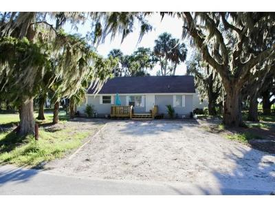 Okeechobee County Single Family Home For Sale: 11793 Hwy 441 SE