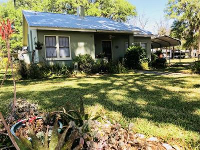 Single Family Home Pending-Continue to Show: 226 SE 2nd Avenue