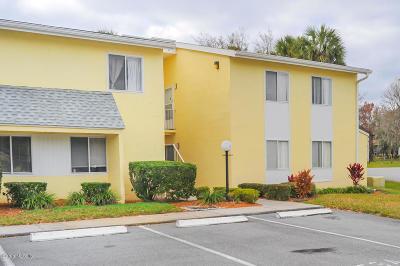 Ocala Condo/Townhouse For Sale: 551 Fairways Circle #A