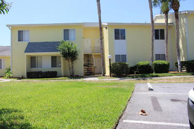 Ocala Condo/Townhouse For Sale: 563 Fairways Drive #A