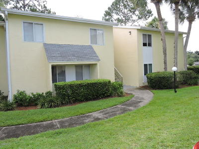 Ocala Condo/Townhouse For Sale: 586 Fairways Circle #A