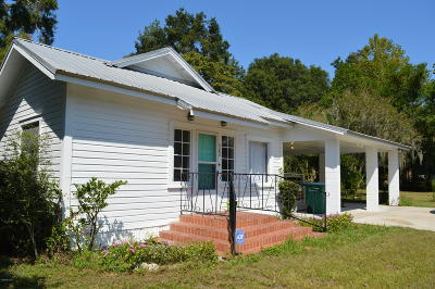 Levy County Single Family Home For Sale: 322 SE 4th Street